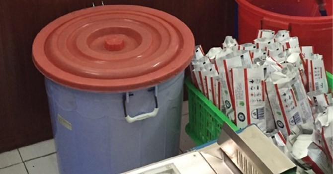 Thị trường 24h: Sản xuất khăn giấy ướt trong nhà vệ sinh