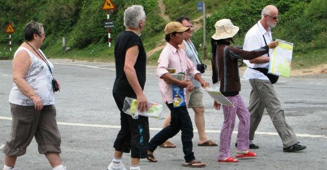 Thị trường 24h: Vì sao du khách nước ngoài sợ Việt Nam?