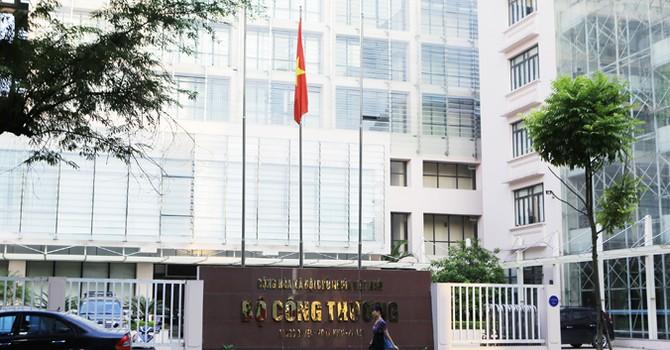 Bộ Công thương cấm cán bộ hút thuốc lá nhập lậu