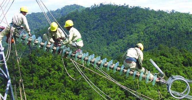Bộ Công Thương đề xuất xóa bỏ độc quyền điện, xăng dầu