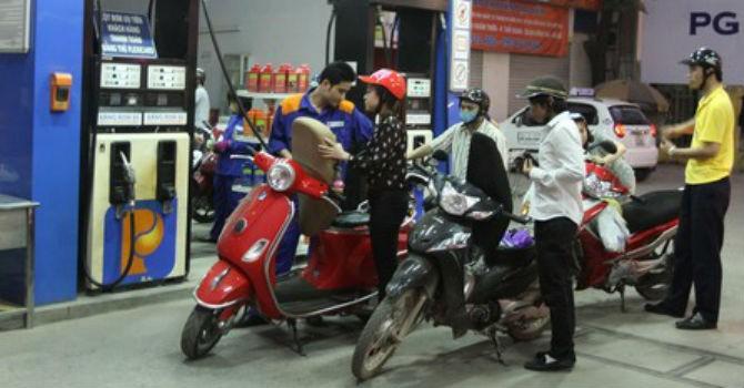 Giá xăng tiếp tục giảm 768 đồng/lít từ 3 giờ chiều 19/8