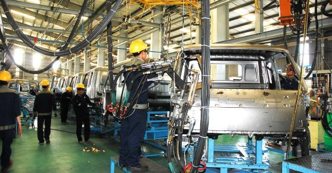 Thị trường tuần qua: Các hãng ô tô thủ sẵn kế hoạch bỏ lắp ráp ở Việt Nam