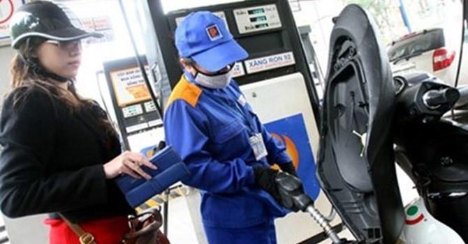 Giá xăng giảm hơn 200 đồng/lít từ 3 giờ chiều nay