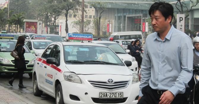"""Chủ tịch hiệp hội taxi Hà Nội: """"Không có cơ sở nói giá cước taxi bất động"""""""