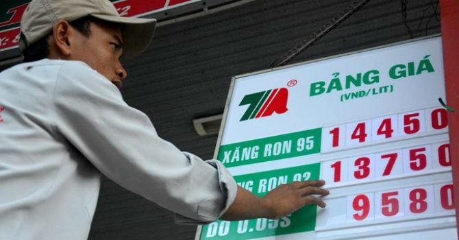 Giá xăng Việt Nam rẻ hơn nước ngọt, vẫn đắt hơn xăng Mỹ