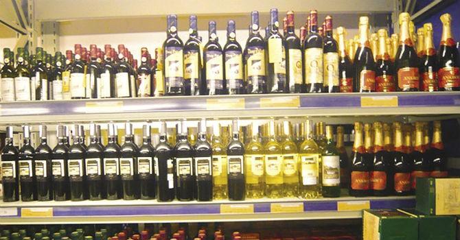 Thị trường tuần qua: Đánh thuế rượu bia thấp trong khi thuế sữa quá cao