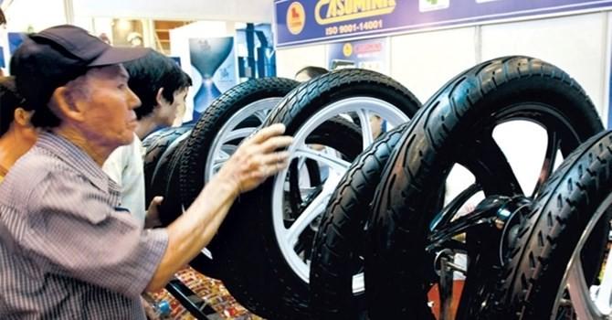 Thị trường 24h: Áp lực cạnh tranh trên thị trường săm lốp