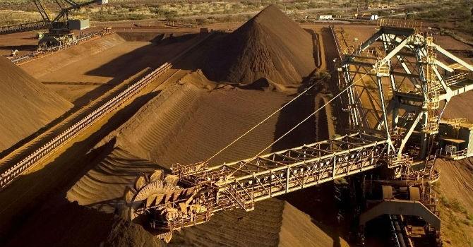 """Mỏ Thạch Khê """"ngủ say"""", doanh nghiệp phải nhập khẩu quặng sắt quy mô lớn"""