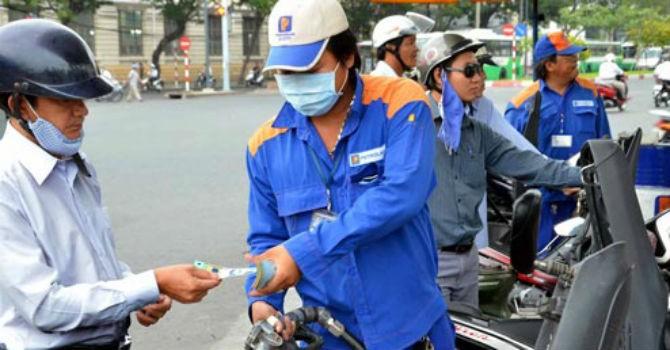 Giữ nguyên giá xăng, tăng 500 đồng/lít dầu