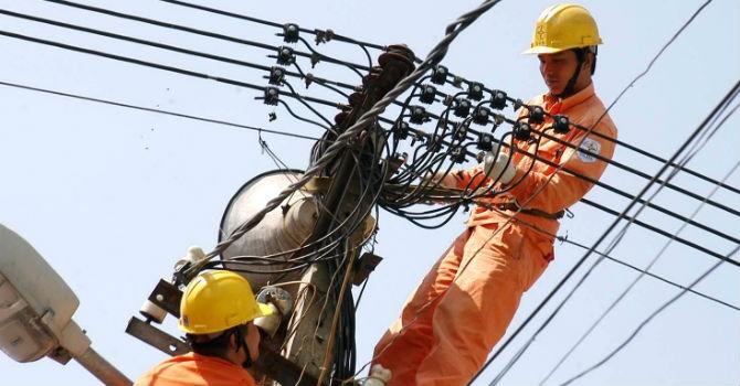 """""""Giá bán buôn điện tăng không làm thay đổi giá bán lẻ điện hiện hành"""""""