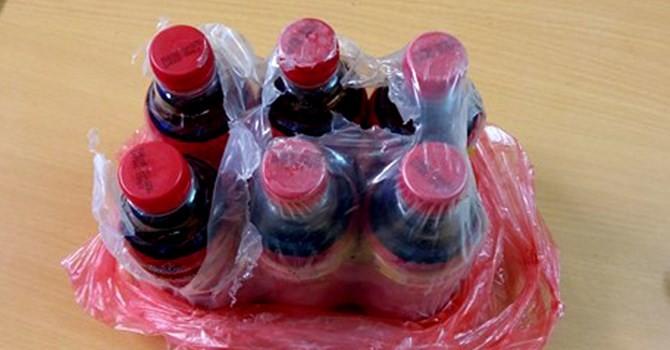 Thị trường 24h: Vật lạ nổi đầy trong chai nước giải khát Dr. Thanh