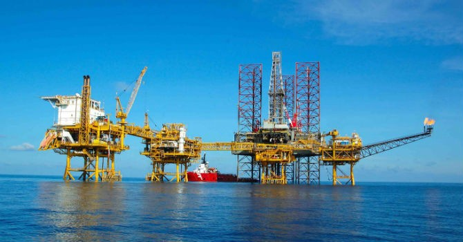 """Giá dầu thấp tiếp tục """"kìm hãm"""" doanh thu của PVN"""