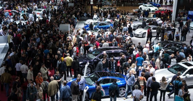 Thị trường tuần qua: Ô tô giảm giá, sức mua vẫn èo uột vì tháng cô hồn