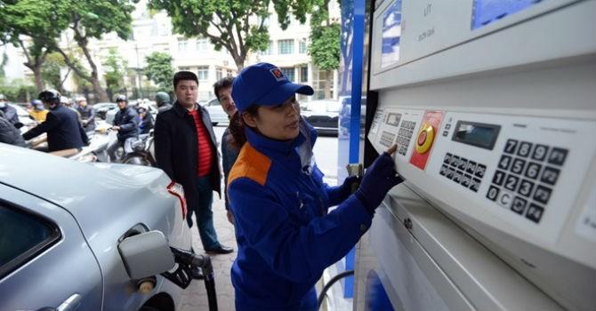 Xăng tăng giá mạnh hơn 700 đồng/lít