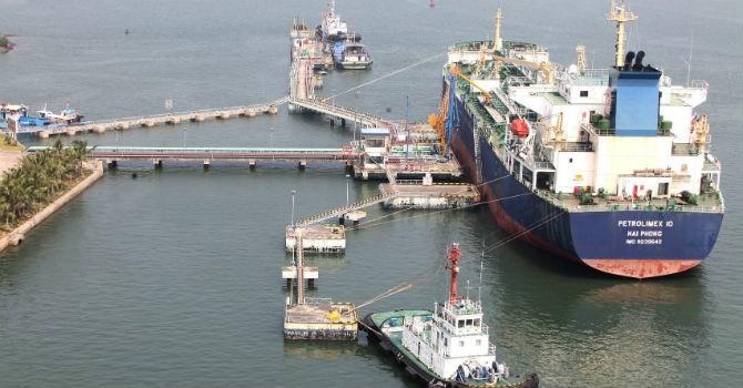 Thị trường 24h: Bất thường đường đi của xăng dầu