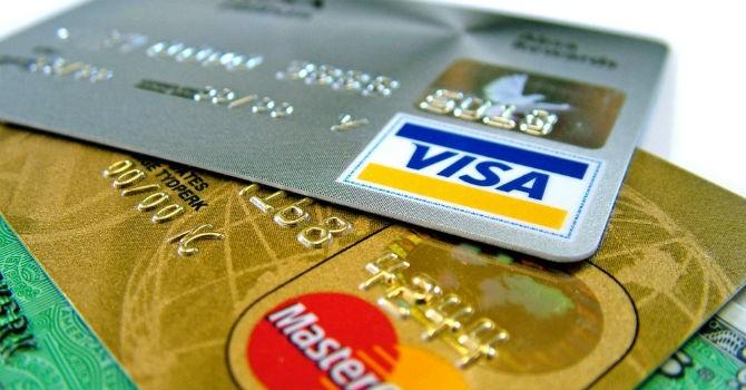Cảnh báo việc ngân hàng tự ý thu phí thường niên thẻ tín dụng năm thứ 2