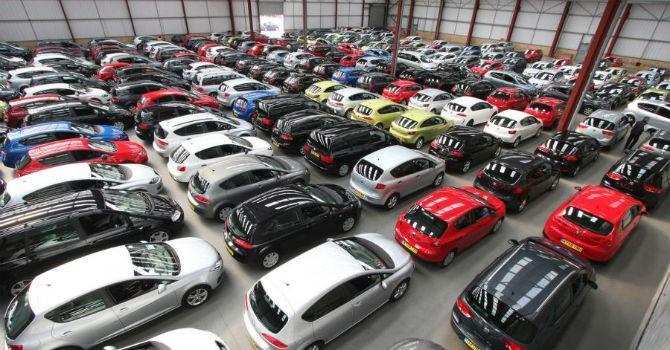 """Thị trường tuần qua: Đại hạ giá ô tô cũ lỗ cả trăm triệu vẫn """"ế"""""""
