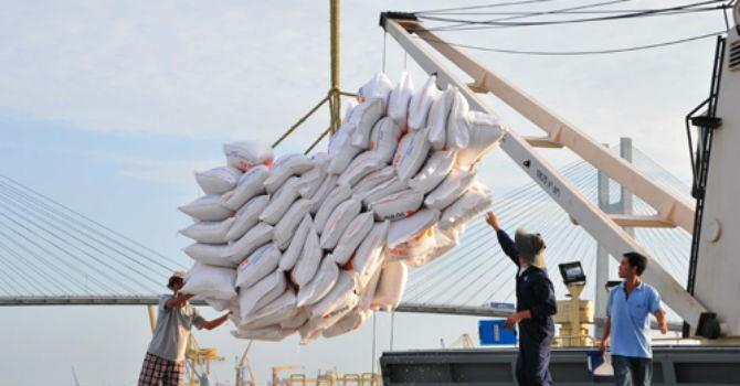 """Bộ Công Thương: Thông tin xin giấy phép xuất khẩu gạo tốn không dưới 20.000 USD là """"bịa đặt"""""""