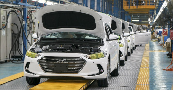 Đi sau nhiều nước, giá bán cao hơn, lối đi nào cho công nghiệp ô tô Việt Nam?