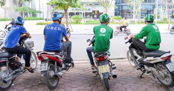 Thị trường 24h: Sợ xe ôm truyền thống tài xế Uber, Grab không dám vào bến xe