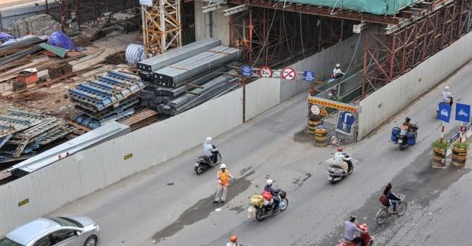 """""""Lô cốt"""" đường Nguyễn Trãi đã bớt ùn tắc"""