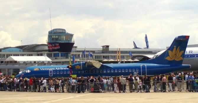 Trần giá vé máy bay nội địa sẽ giảm từ 1/10