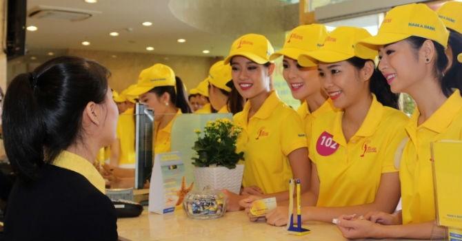 Nam A Bank tặng 65 thẻ MasterCard cho thí sinh Hoa hậu Hoàn Vũ Việt Nam 2015