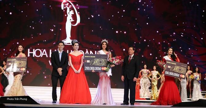 Nam Á Bank trao giải thưởng đặc biệt cho tân Hoa hậu Hoàn vũ Việt Nam 2015