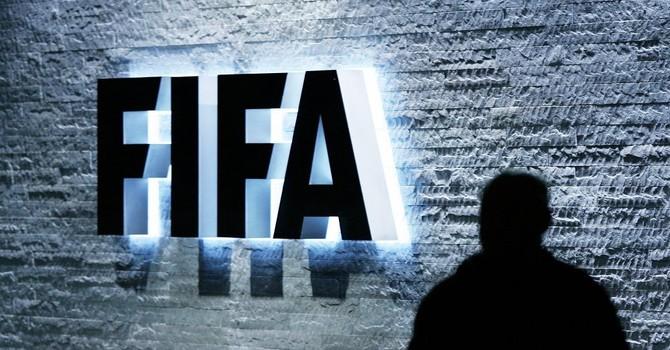 """Interpol ra """"thông báo đỏ"""" bắt 6 cựu quan chức FIFA"""
