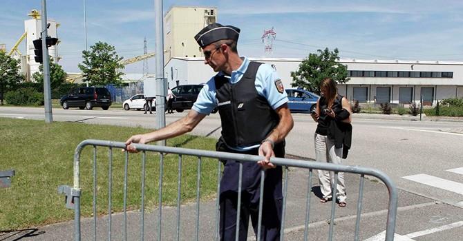 Pháp: Thấy một thi thể không đầu sau vụ tấn công khủng bố