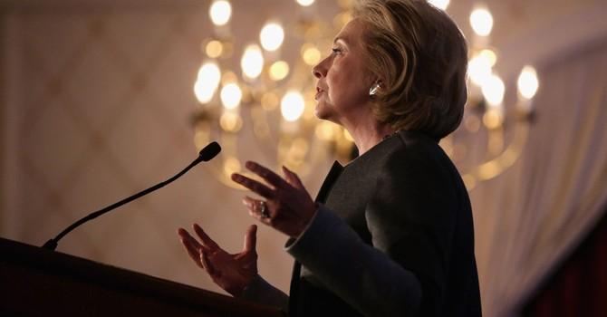 Bà Hillary Clinton bị điều tra vì dùng sai email?