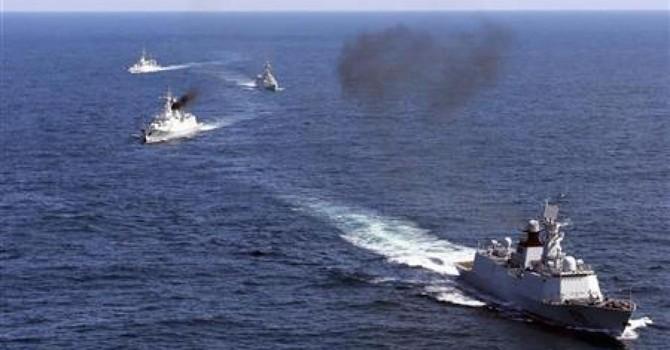 """Trung Quốc tập trận bắn đạn thật với hơn 100 chiến hạm để """"thị uy""""?"""