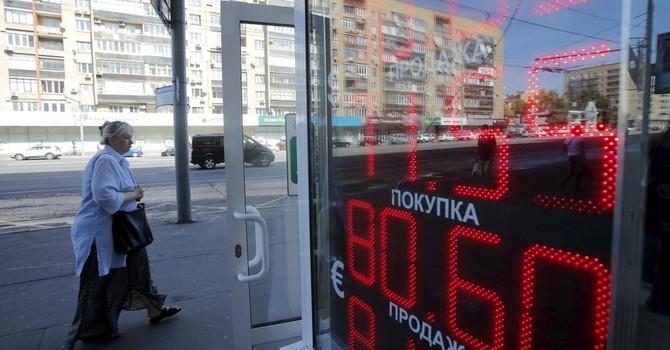 Tiền Nga lại rơi tự do