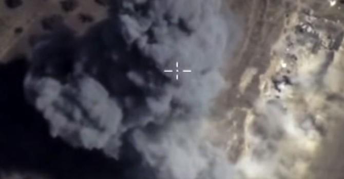 Máy bay Su-25 của Nga phá hủy tan tành một trại huấn luyện lớn của IS