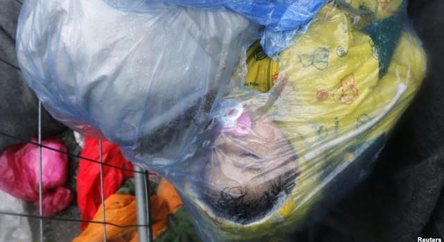 Croatia mở cửa biên giới cho hàng ngàn di dân tràn vào