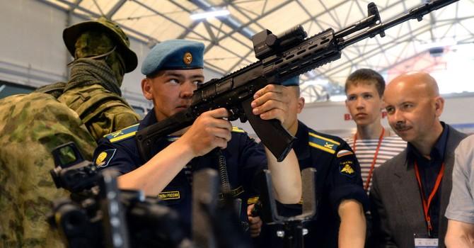 Các nước Châu Á mua vũ khí từ Kalashnikov tăng 9 lần trong 2015