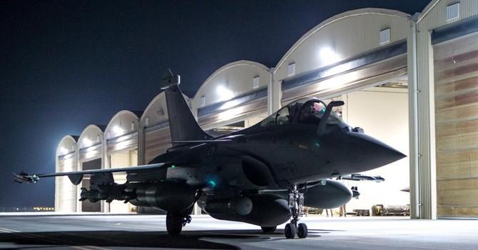 Pháp đưa tàu sân bay Charles de Gaulle đến Syria