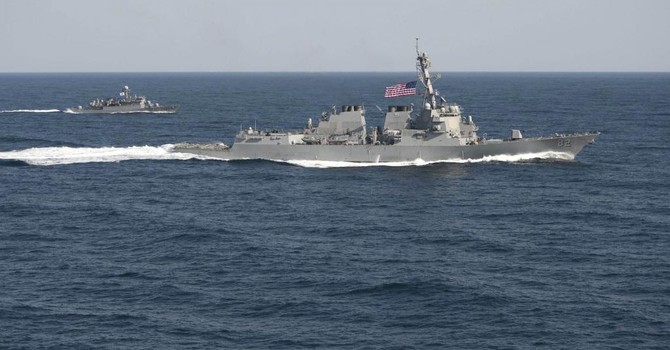 Tàu Mỹ áp sát đảo nhân tạo Trung Quốc: Lính thủy hai bên nói gì với nhau?