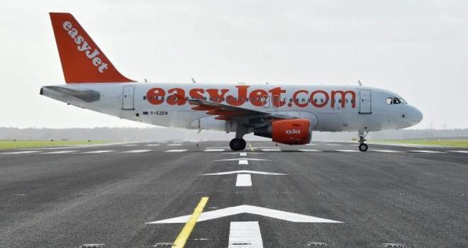 Châu Âu: Cổ phiếu các hãng hàng không giảm vì vụ tấn công Paris