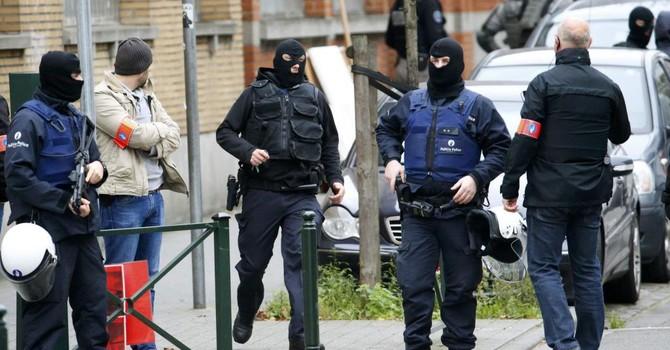Khủng bố tại Paris: Nhận dạng được năm xác thủ phạm