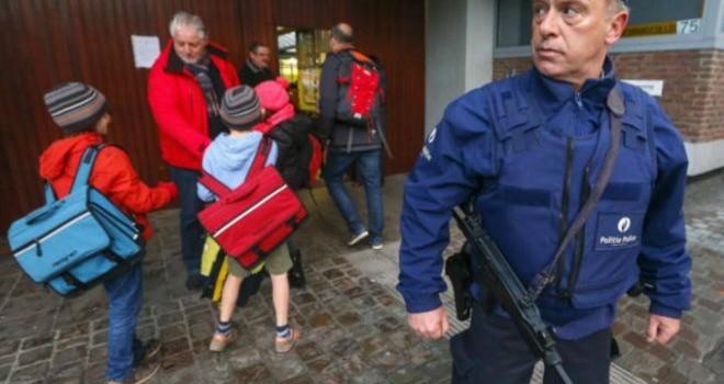 Bỉ mở lại trường học và tàu điện ngầm