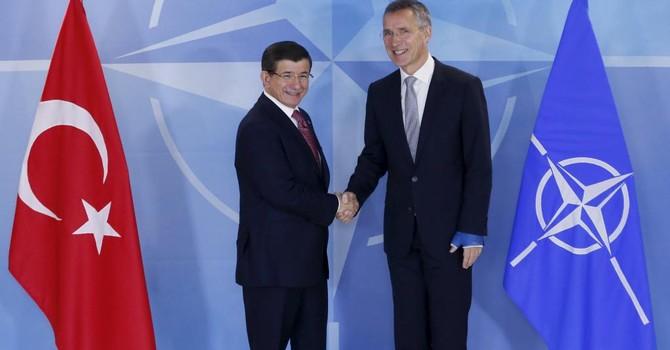 """NATO """"bơm"""" nhiều vũ khí cho Thổ Nhĩ Kỳ """"đấu"""" với Nga"""