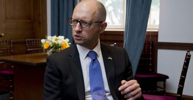 Thủ tướng Ukraine tuyên bố phong tỏa hàng hóa Crimea