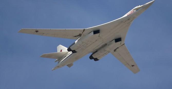 Ukraine phá hủy máy bay ném bom Tu-160 dù có thể bán cho Nga và Trung Quốc