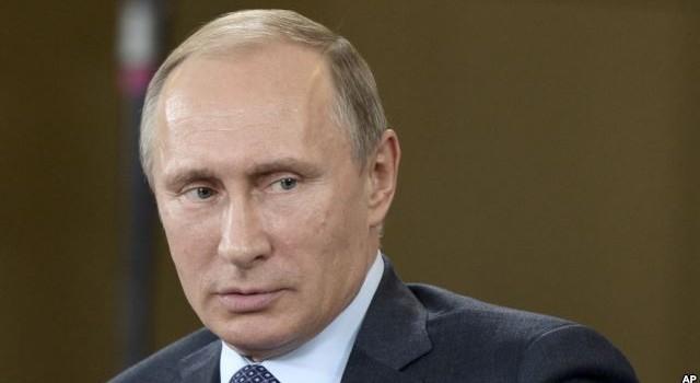 """Vì sao Tổng thống Nga Putin có """"Dáng đi xạ thủ""""?"""