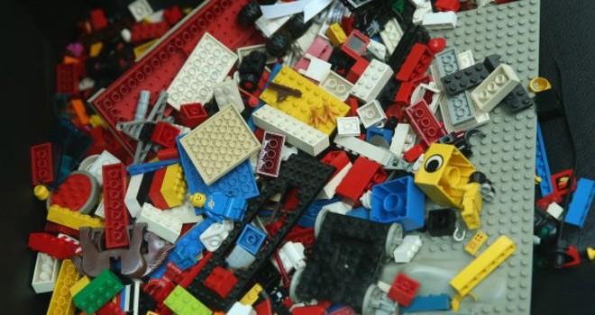 Ngải Vị Vị và chính sách bán sỉ của Lego