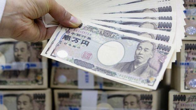 Nhật bất ngờ áp dụng lãi suất âm