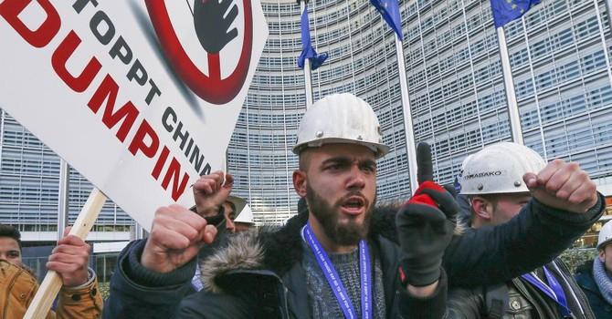 Thép và sứ Trung Quốc bán phá giá đe dọa công ăn việc làm ở Châu Âu