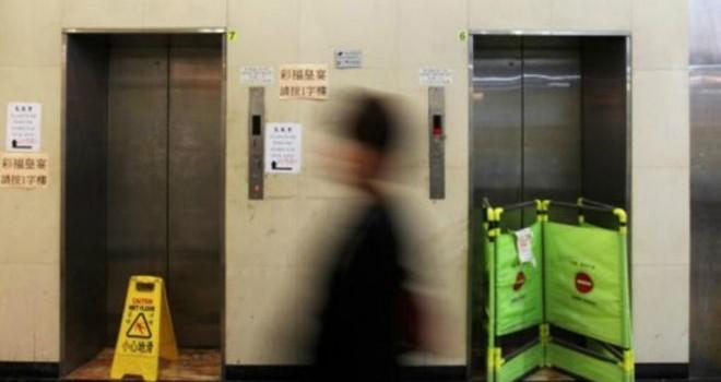 Trung Quốc: Chết trong thang máy 1 tháng, không ai biết