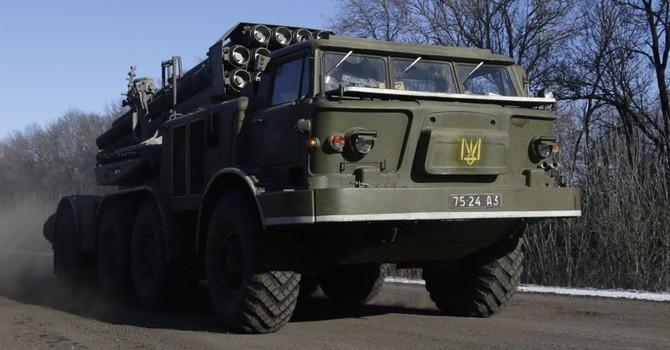Kiev điều xe tăng và xe bọc thép đến biên giới